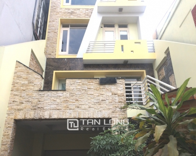 Majestic house in Xuan Dieu street, Tay Ho dist for lease 1