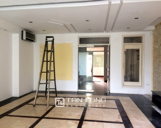 Majestic house in Xuan Dieu street, Tay Ho dist for lease 2
