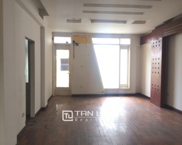 Majestic house in Xuan Dieu street, Tay Ho dist for lease 4