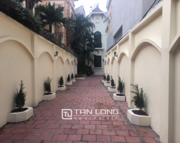 Majestic villas in To Ngoc Van street, Tay Ho dist for lease 2