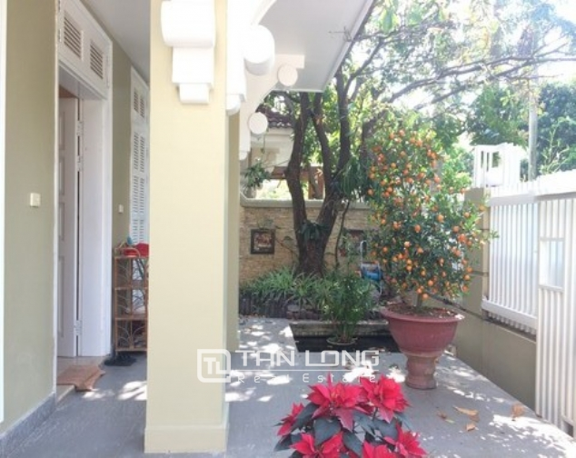 Modern and bright villa for rent with non furnished in T4, Ciputra 1