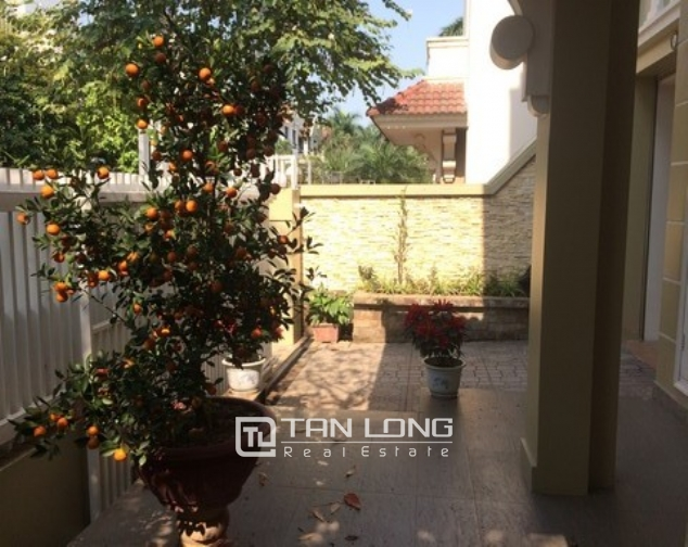 Modern and bright villa for rent with non furnished in T4, Ciputra 2