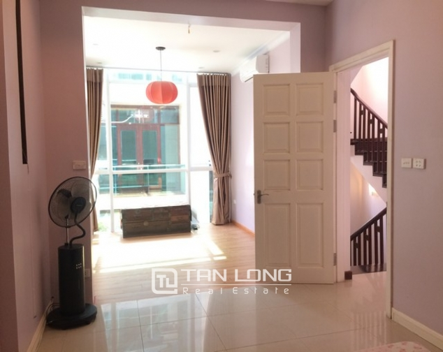 Modern and bright villa for rent with non furnished in T4, Ciputra 9