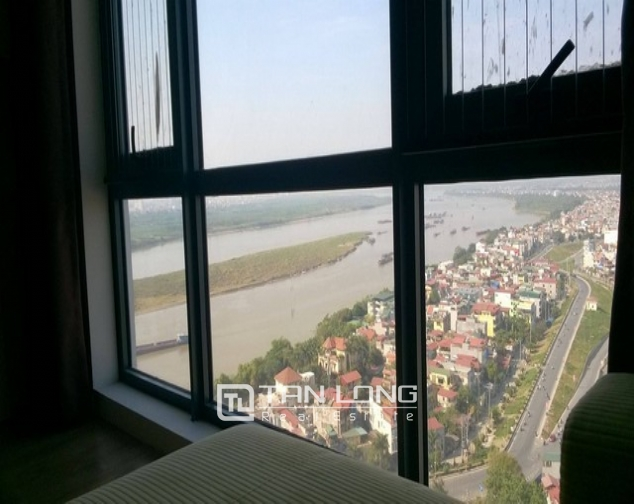 Modern and nice 2 bedroom apartment for rent in Mipec Riverside, Long Bien district 8