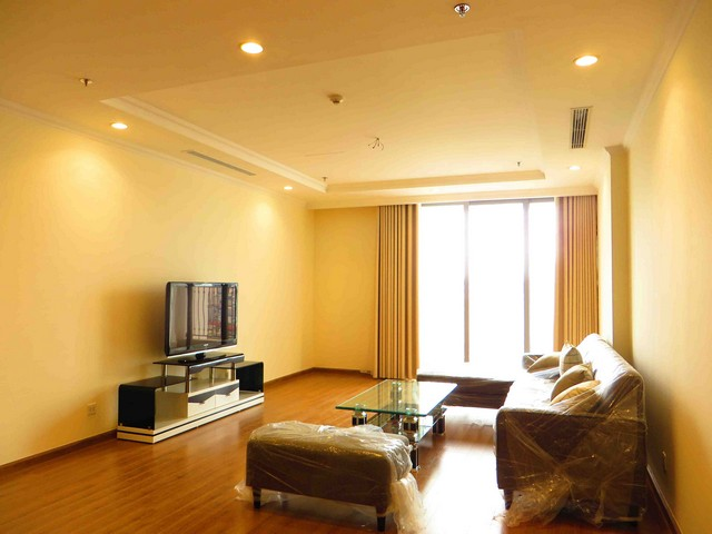 Modern apartment in Vinhomes Nguyen Chi Thanh , Dong Da district, Hanoi for lease