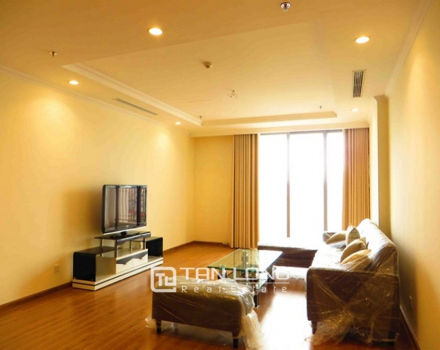 Modern apartment in Vinhomes Nguyen Chi Thanh Street, Dong Da district, Hanoi for lease 1