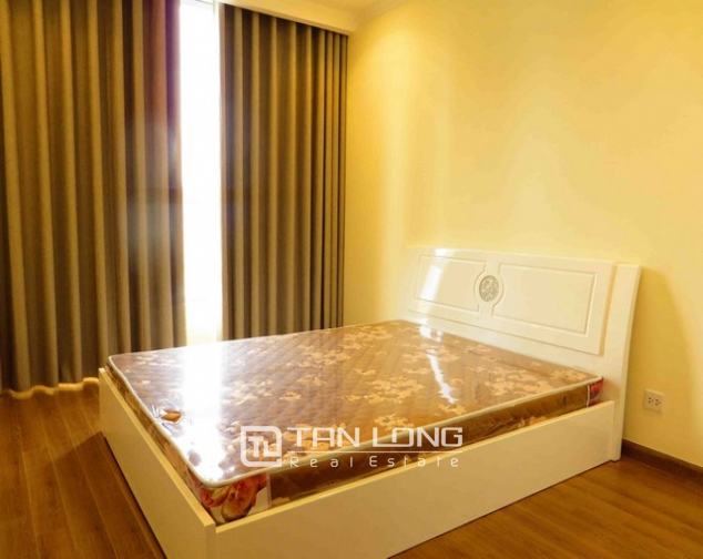 Modern apartment in Vinhomes Nguyen Chi Thanh Street, Dong Da district, Hanoi for lease 5