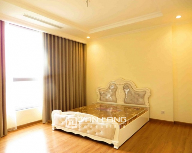 Modern apartment in Vinhomes Nguyen Chi Thanh Street, Dong Da district, Hanoi for lease 7