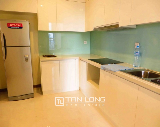 Modern apartment in Vinhomes Nguyen Chi Thanh Street, Dong Da district, Hanoi for lease 8