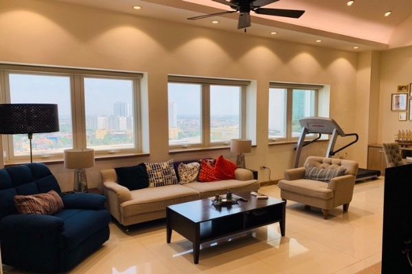 Modish 3 bedroom penthouse duplex for rent in E1 tower Ciputra Tay Ho