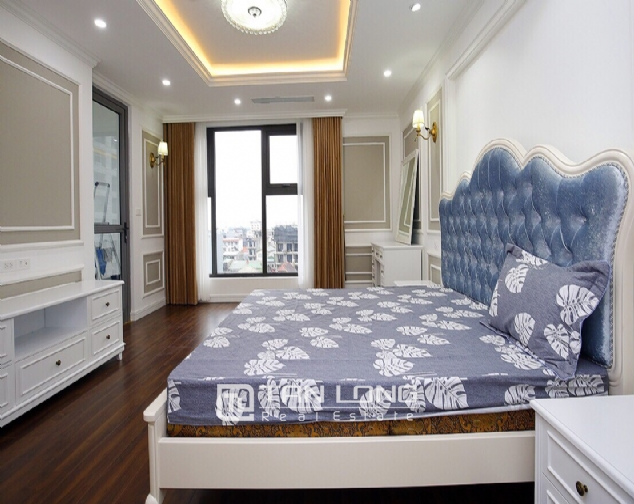 Neoclassical 3 bedroom apartment in De Le Roi Soleil Quang An 7