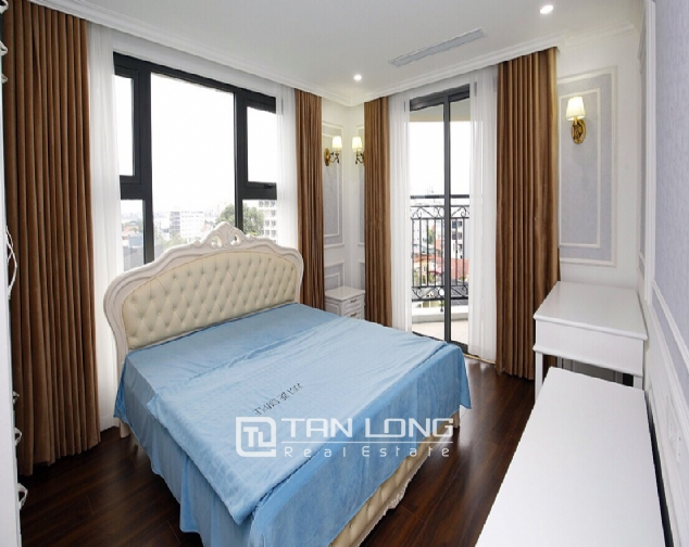 Neoclassical 3 bedroom apartment in De Le Roi Soleil Quang An 8