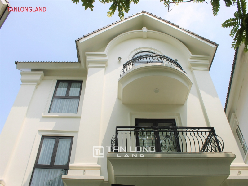 NEW VILLAS FOR RENT IN VINHOMES RIVERSIDE - LONG BIEN DISTRICT 1