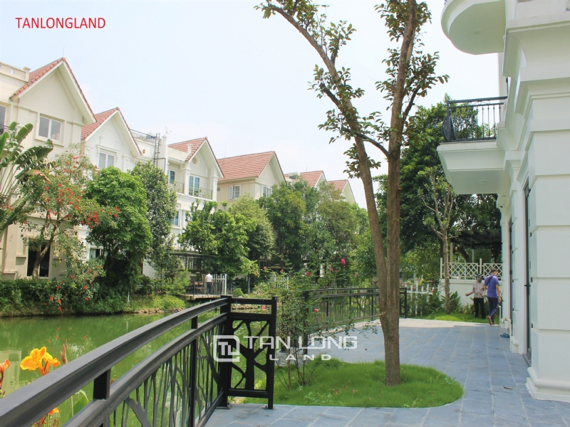 NEW VILLAS FOR RENT IN VINHOMES RIVERSIDE - LONG BIEN DISTRICT 6