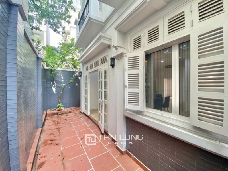 NEWLY MODERN RENOVATED VILLA FOR RENT IN T7 ZONE CIPUTRA 1