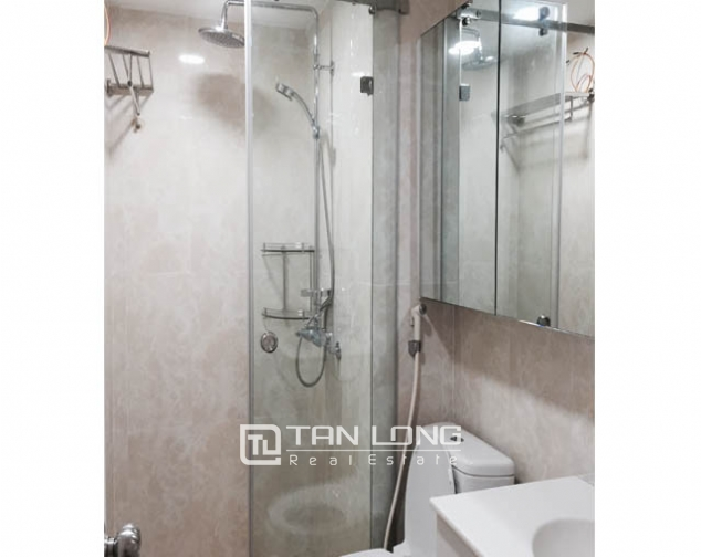 Nice 3 bedroom apartment for lease in C7 Giang Vo 4