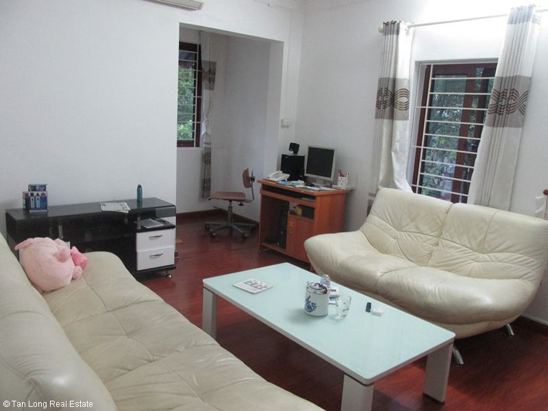 Nice 3 bedroom apartment for rent in Van Bao lane, Ba Dinh, Hanoi 1