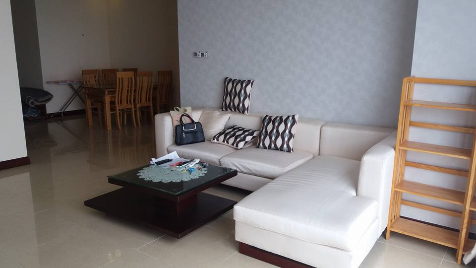 Nice 3 bedroom apartment to lease in R4 Royal City