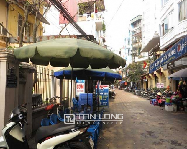 Nice 3 storey villa with big courtyard for rent in Tong Duy Tan, Ba Dinh, Hanoi 1