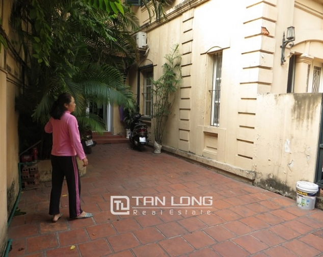 Nice 3 storey villa with big courtyard for rent in Tong Duy Tan, Ba Dinh, Hanoi 3