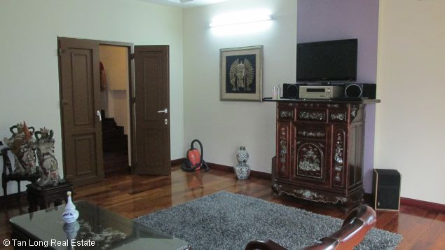 Nice and modern fully furnished house with a beautiful view in Long Bien Dict, Ha Noi. 3