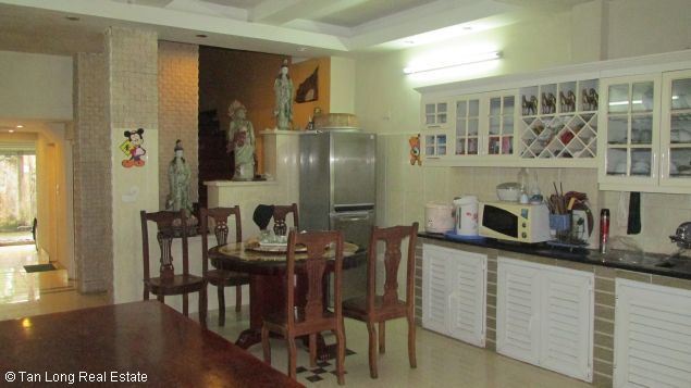 Nice and modern fully furnished house with a beautiful view in Long Bien Dict, Ha Noi. 4