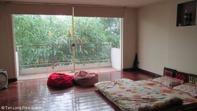 Nice and modern fully furnished house with a beautiful view in Long Bien Dict, Ha Noi. 8