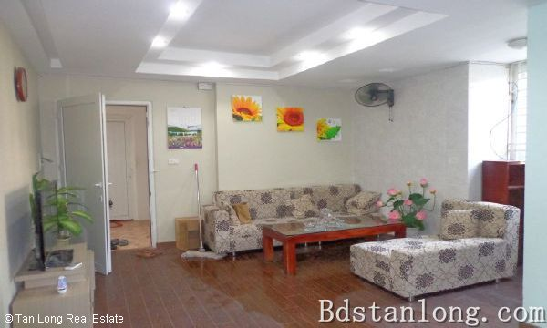Nice apartment for rent in Au Co street, Tay Ho district. 1