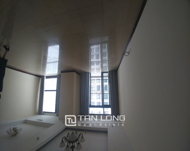 Nice apartment in R1 Tower  Royal City, Hanoi for rent 2