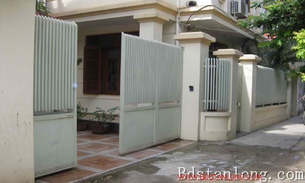 Nice house for rent in An Duong Vuong street, Tay Ho dist 2