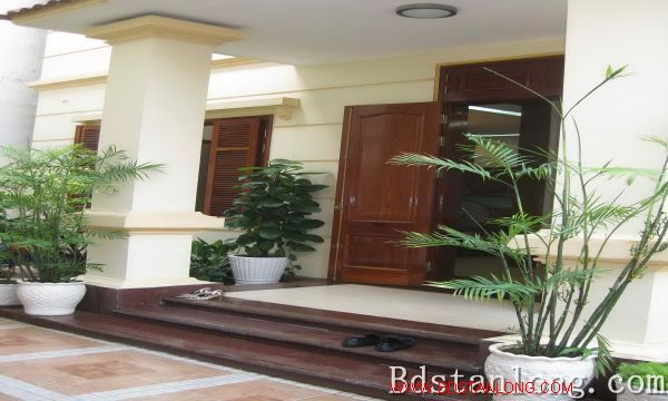 Nice house for rent in An Duong Vuong street, Tay Ho dist 4