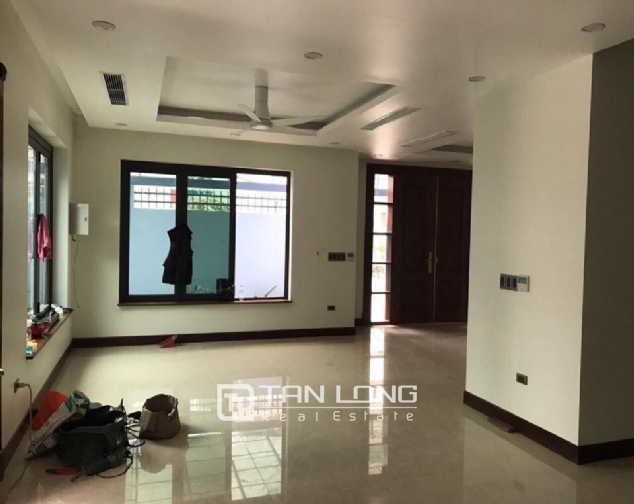 Nice house for rent in Do Duc Duc Street, Me Tri Ward, Nam Tu Liem District, Hanoi 1