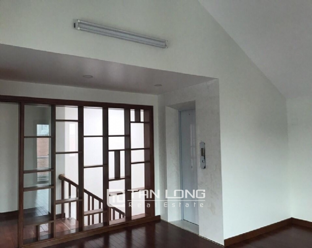 Nice house for rent in Do Duc Duc Street, Me Tri Ward, Nam Tu Liem District, Hanoi 3