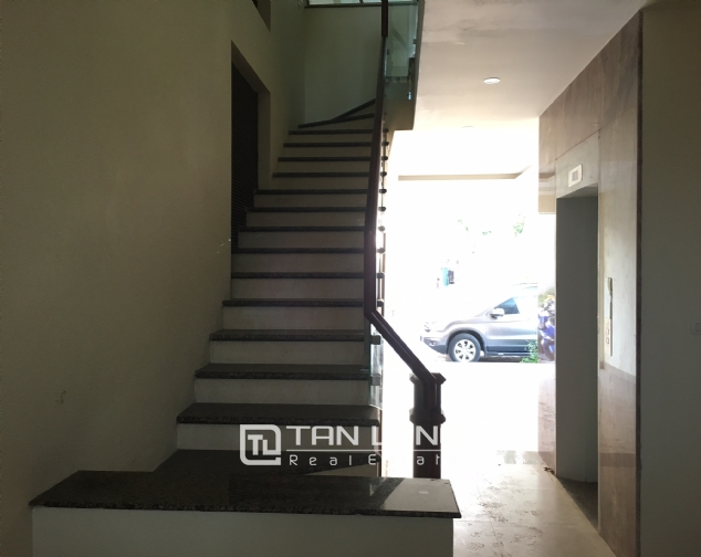 Nice house for rent in Lac Long Quan street, Tay Ho district, Hanoi. 8