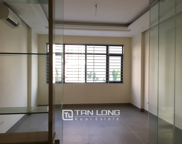Nice house for rent in Lac Long Quan street, Tay Ho district, Hanoi. 2