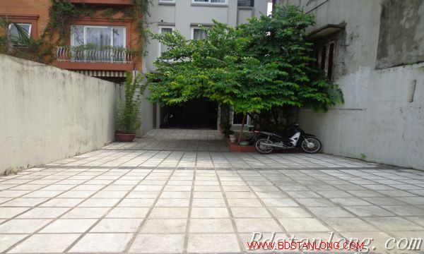 Nice house for rent in Xuan Dieu street, Westlake Hanoi 2