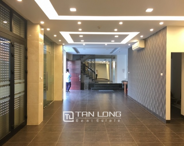 Nice office in Nghi Tam street, Tay Ho dist for lease 1