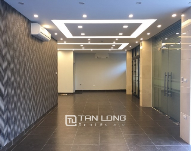 Nice office in Nghi Tam street, Tay Ho dist for lease 2