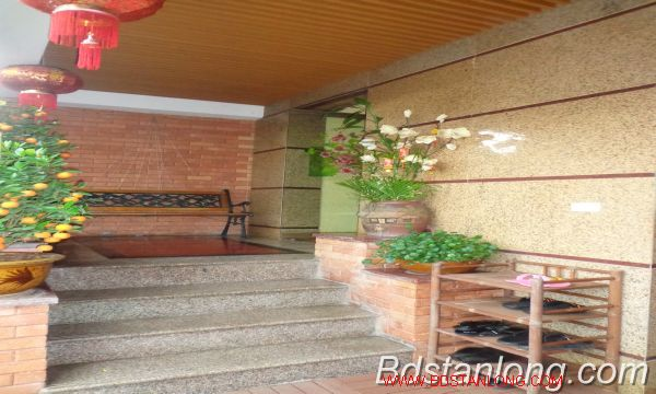 Nice service apartment for lease in Xuan Dieu street. 2