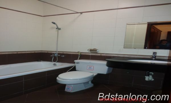 Nice service apartment for lease in Xuan Dieu street. 8