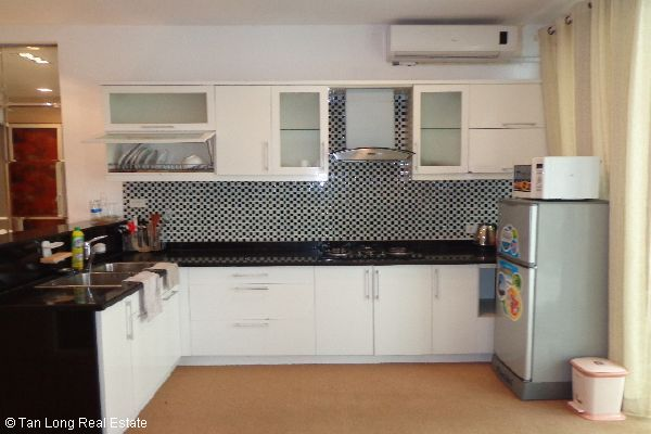 Nice serviced apartment for lease in Bui Thi Xuan street 4