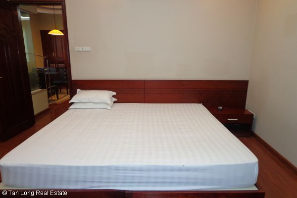 Nice serviced apartment with 2 bedrooms for lease in Cau Dat street 10