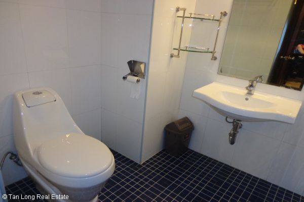Nice serviced apartment with 2 bedrooms for lease in Cau Dat street 8