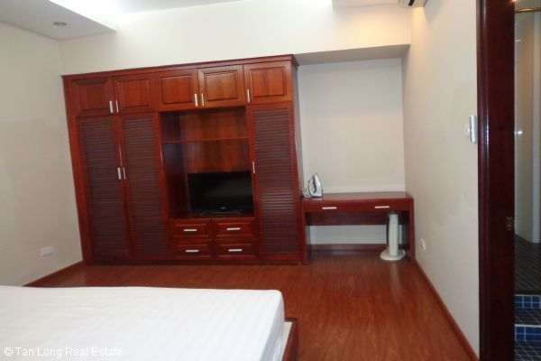 Nice serviced apartment with 2 bedrooms for lease in Cau Dat street 9
