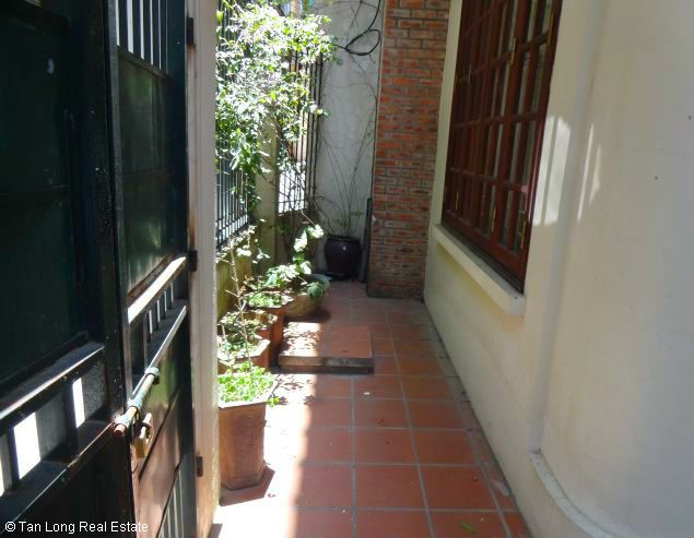 Nice three bedroom house for lease in Dang Thai Mai street Westlake Hanoi. 1