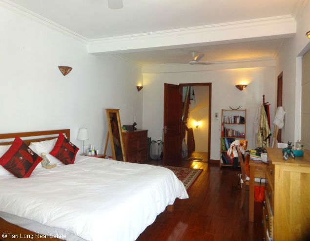 Nice three bedroom house for lease in Dang Thai Mai street Westlake Hanoi. 10