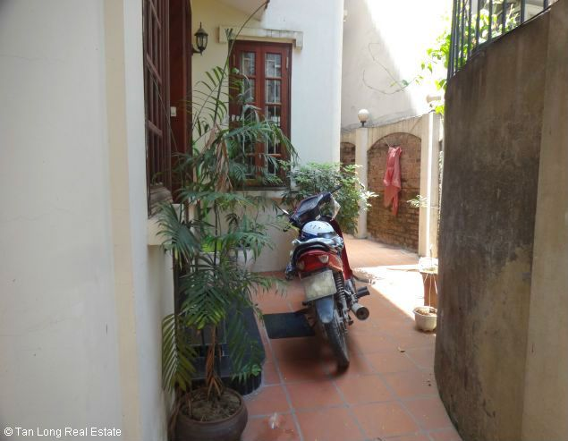 Nice three bedroom house for lease in Dang Thai Mai street Westlake Hanoi. 2