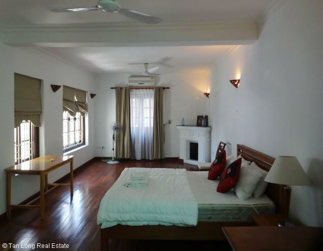 Nice three bedroom house for lease in Dang Thai Mai street Westlake Hanoi. 4
