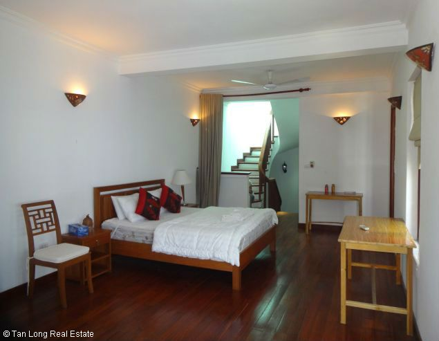 Nice three bedroom house for lease in Dang Thai Mai street Westlake Hanoi. 5