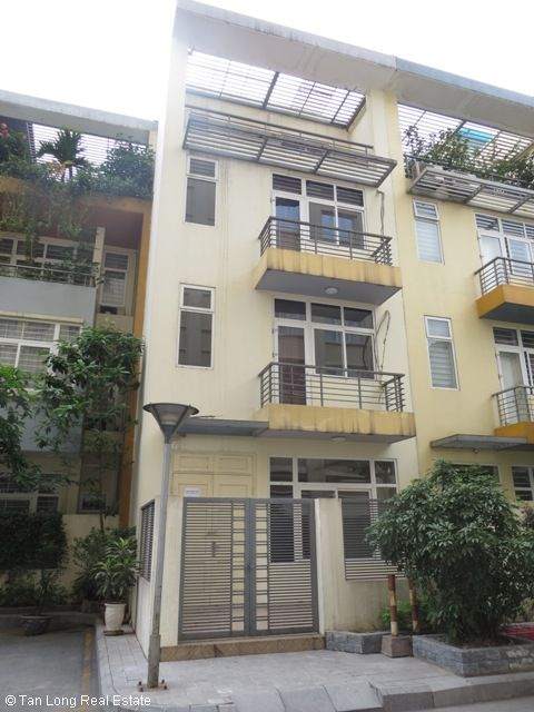 Nice unfurnished 5 bedroom house for rent on Xuan Thuy street, Cau Giay district 1